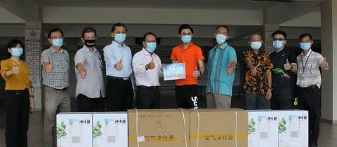 校友拿督斯里苏才育博士捐赠负离子空气净化器